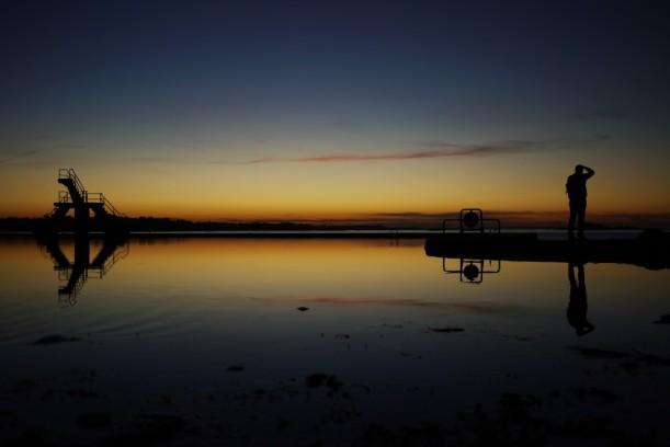 Coucher de soleil sur la piscine Bon-Secours, Saint-Malo, France.